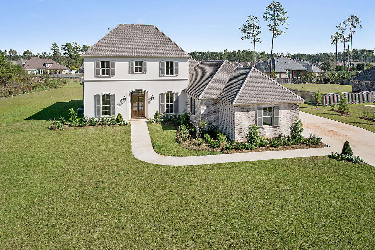 Single Family for Sale at 412 S Fairway Dr Madisonville, Louisiana 70447 United States