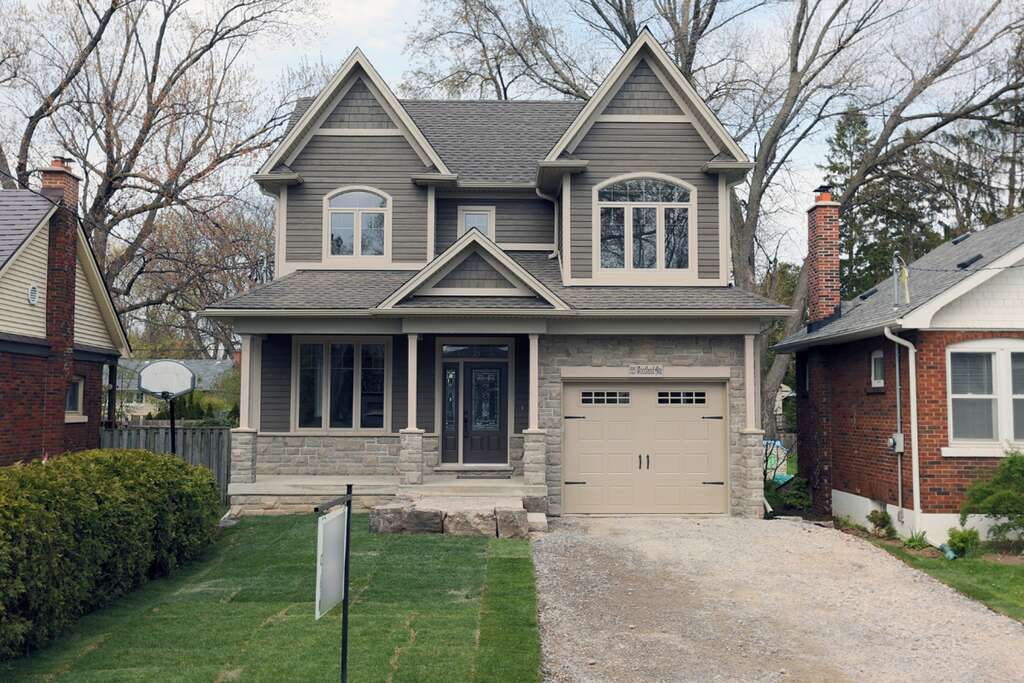 Home Listing at 525 Woodland Ave, BURLINGTON, ON