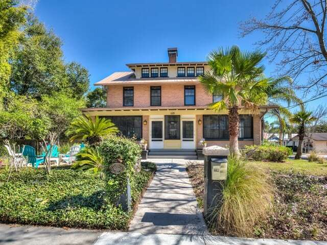 Single Family for Sale at 610 N Tremain St Mount Dora, Florida 32757 United States