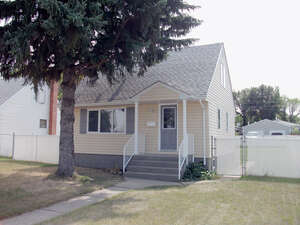 Featured Property in Moose Jaw, SK S6H 5E9
