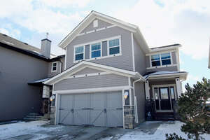 Featured Property in Cochrane, AB T4C 0E3