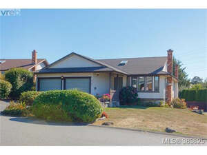 Featured Property in Victoria, BC V8X 2M7