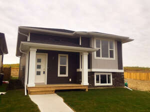 Featured Property in Sylvan Lake, AB T4S 0P3