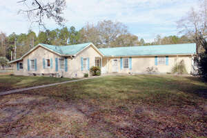 Featured Property in Fountain, FL 32438