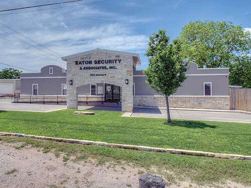 Home Listing at 300 Avenue N, MARBLE FALLS, TX