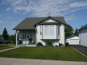 Featured Property in Ponoka, AB T4J 1B3