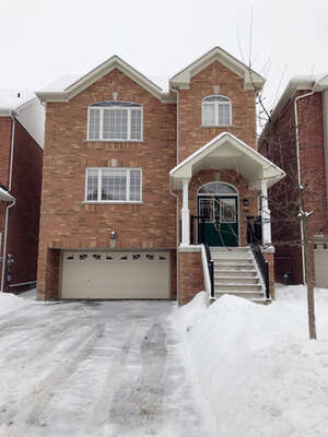 Featured Property in Newmarket, ON L3X 3J1