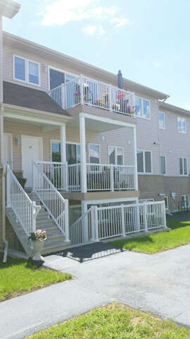 Featured Property in ORLEANS, ON, K1C 1S2