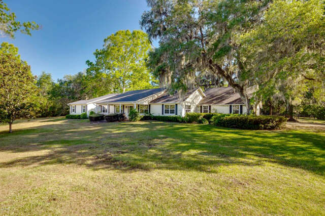 Single Family for Sale at 5900 NW 118th Street Road Reddick, Florida 32686 United States