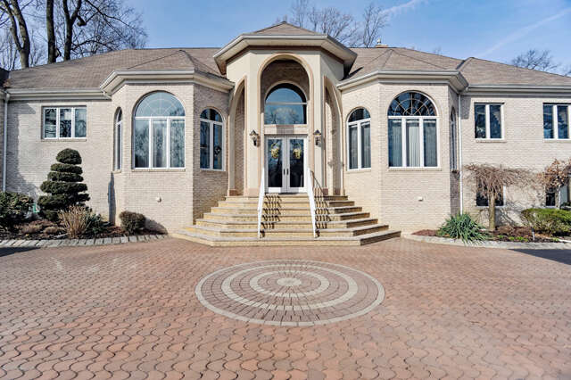 Featured Property in HOLMDEL, NJ, 07733