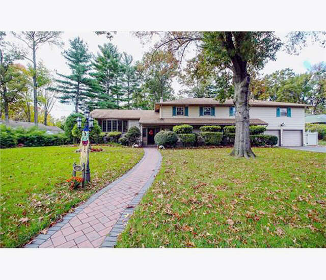 Single Family for Sale at 5 Fairway Court Edison, New Jersey 08820 United States