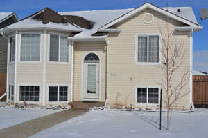 Featured Property in Ponoka, AB T4J 1V2