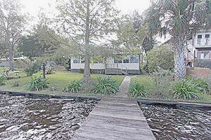 Featured Property in Welaka, FL 32193