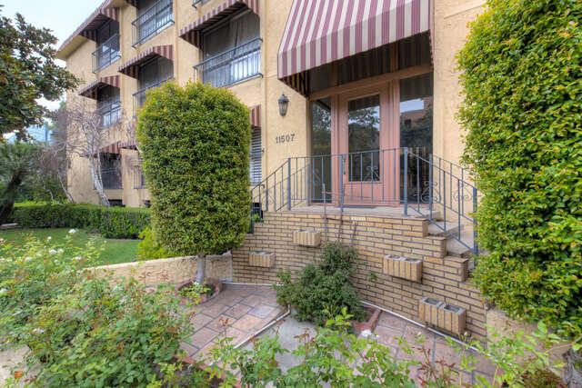 Condominium for Sale at 11507 Moorpark Street #301 Studio City, California 91602 United States