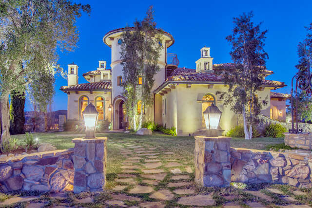 Single Family for Sale at 758 Donnington Court Simi Valley, California 93065 United States