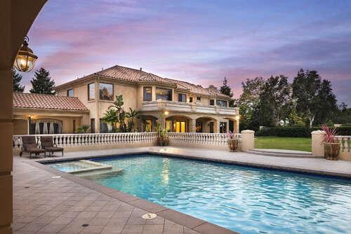 Single Family for Sale at 809 Corte Frondosa Camarillo, California 93010 United States