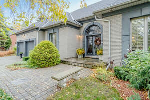 Featured Property in Ancaster, ON L9G 4T3