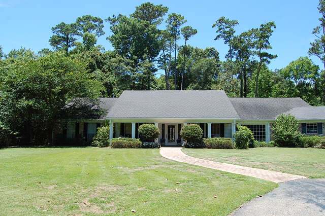 Real Estate for Sale, ListingId:43536405, location: 500 Live Oak St Mandeville 70448