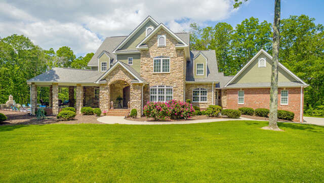 Single Family for Sale at 2621 Brenon Wood Ln Signal Mountain, Tennessee 37377 United States
