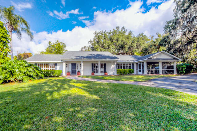Single Family for Sale at 3921 Lakeshore Drive Mount Dora, Florida 32757 United States
