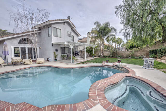 Single Family for Sale at 21930 Lynette Ln Saugus, California 91350 United States