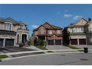 Featured Property in Newmarket, ON L3X 3L7