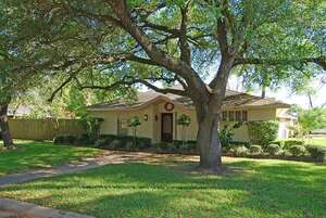 Featured Property in Dickinson, TX 77539