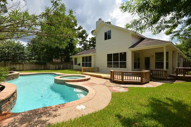 Featured Property in THE WOODLANDS, TX, 77384