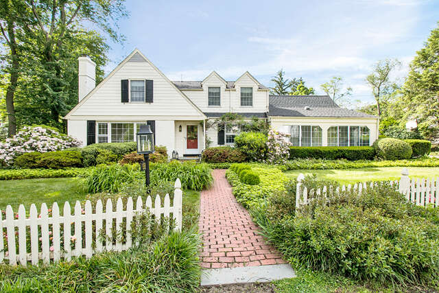 Single Family for Sale at 561 Topping Hill Westfield, New Jersey 07090 United States