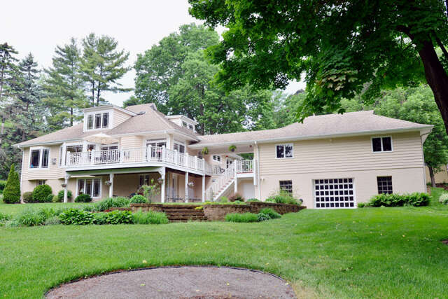 Single Family for Sale at W278n2982 Rocky Point Rd Pewaukee, Wisconsin 53072 United States