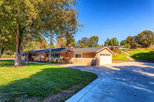 Single Family for Sale at 155 Ramona Pl Camarillo, California 93010 United States