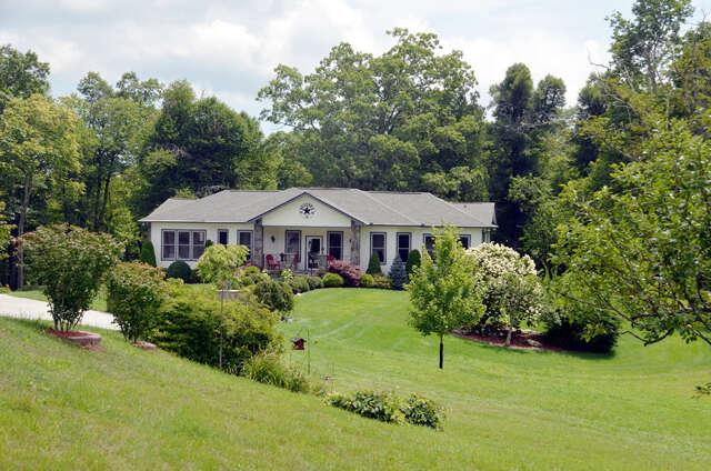 Single Family for Sale at 8980 Nc Hwy 181 Newland, North Carolina 28657 United States