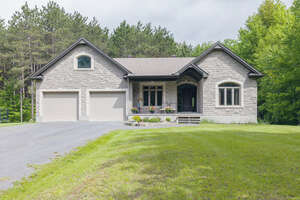 Featured Property in Clarence Creek, ON K0A 1N0