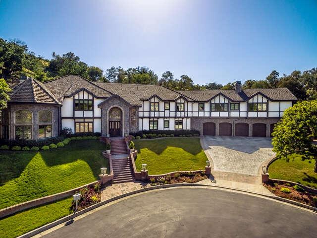 Single Family for Sale at 5195 Parkway Calabasas Calabasas, California 91302 United States