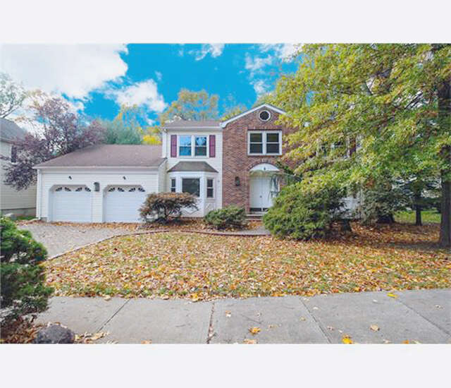 Single Family for Sale at 2 Link Place Edison, New Jersey 08820 United States