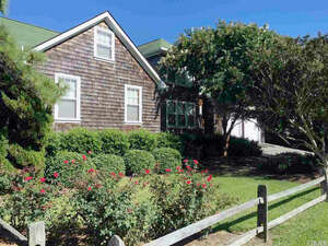 Featured Property in Manteo, NC 27954