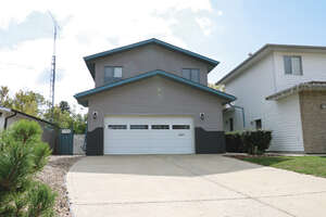 Featured Property in Lacombe, AB T4L 1L2