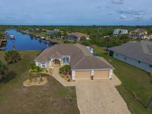 Featured Property in Pt Charlotte, FL 33948