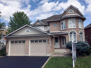 Featured Property in Ajax, ON L1T 4B1