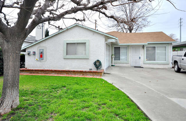 Single Family for Sale at 25169 Fourl Rd Newhall, California 91321 United States