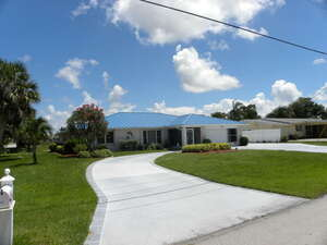 Featured Property in Pt St Lucie, FL 34983