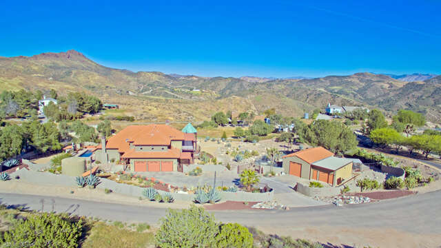 Single Family for Sale at 31902 Firecrest Rd Agua Dulce, California 91390 United States
