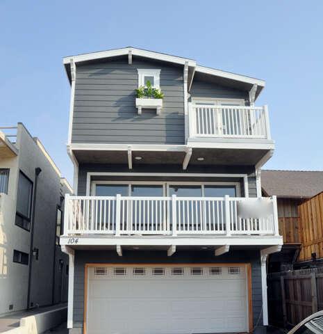 Single Family for Sale at 104 La Brea Street Oxnard, California 93035 United States