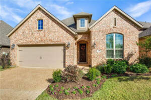 Featured Property in Lantana, TX 76226