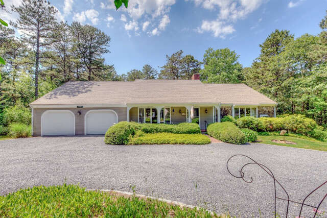 Single Family for Sale at 520 Cotuit Bay Rd Cotuit, Massachusetts 02635 United States