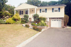 Featured Property in Manalapan, NJ 07726