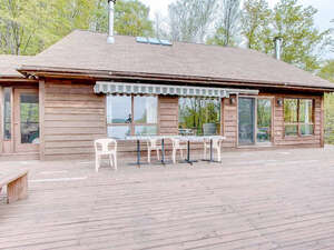 Featured Property in Val Des Monts, QC J8N 5G4
