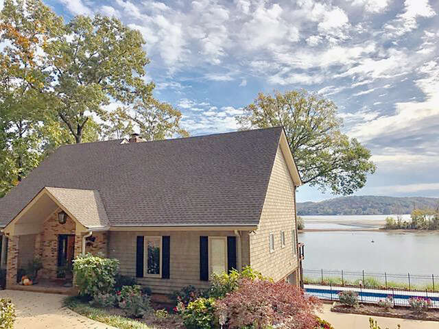 Single Family for Sale at 9928 Shore Dr Soddy Daisy, Tennessee 37379 United States