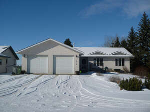 Featured Property in Ponoka, AB T4J 1A9