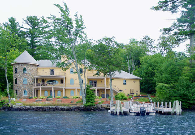 Single Family for Sale at 90 Varney Point Road Left Gilford, New Hampshire 03249 United States